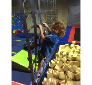 climbing-boys-gymnastics-classes-hornsby